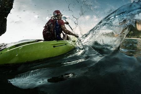 ocean kayak: Se�ora en kayak