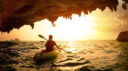 Young lady paddling the kayak 版權商用圖片