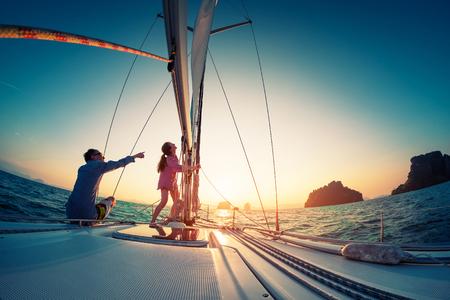 Couple sailing in the tropical sea Foto de archivo