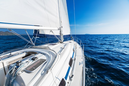 Sailing vessel moving with open sail in the sea Banque d'images