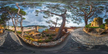 球面、360 度、市のトサ デ 03、スペインの要塞のシームレスなパノラマ 写真素材