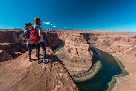Two tourist enjoy Colorado river view, USA 版權商用圖片