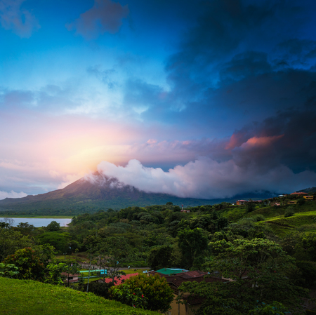 Stormy clouds over volcano of Arenal, Costa Rica Imagens