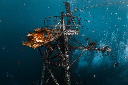 船の難破船の水中撮影に近いコチャン、タイの島