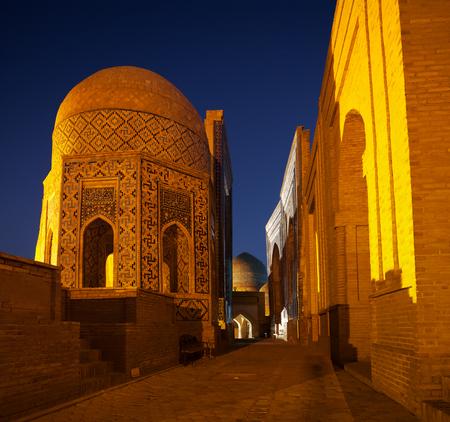 Alter Komplex von Gebäuden von Shakh I Zinda in der Stadt von Samarkand, Usbekistan Standard-Bild - 87868543