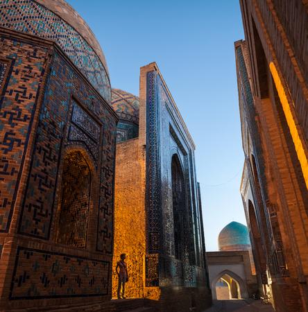 Oud complex van gebouwen van Shakh i Zinda in de stad van Samarkand, Oezbekistan