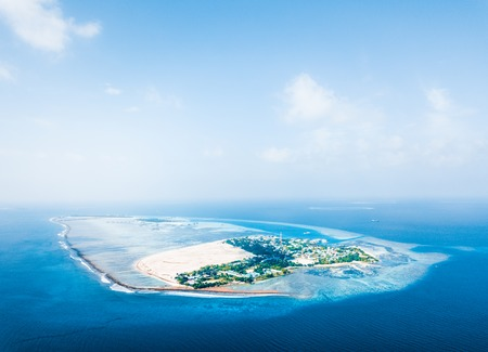 Aerial view of the tropical island of Himmafushi. Kaafu atoll, Maldives Banco de Imagens - 93396385