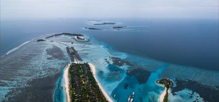 Luchtfoto van de eilanden in het land van de Malediven. Gebied in de buurt van het eiland Huraa