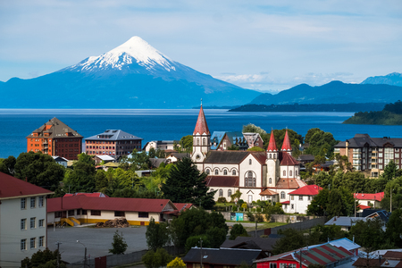 Town of Puerto Varas with volcano Osorno on the background. Chile 免版税图像