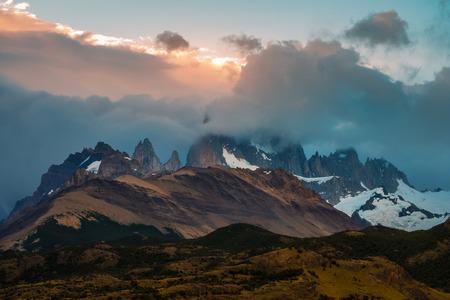 雲に隠されたマウンテンフィッツロイ。パタゴニア(アルゼンチン) 写真素材