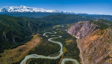 Aerial panorama of the river of Chuya, mountains Northern Chuysky Range and road Chuysky Trakt. Altai, Russia Stok Fotoğraf