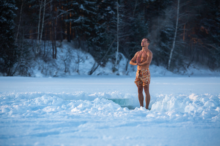Semi naked man meditates and trying to relax in the winter field Foto de archivo - 120631693