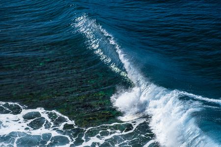 Perfect rolling wave of Honolua surf spot. North of Maui, Hawaii 스톡 콘텐츠
