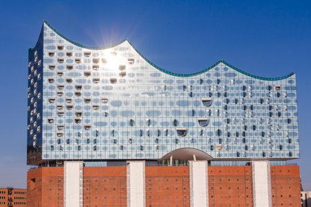 bad planning: Elbphilharmonie in the HafenCity quarter of Hamburg Editorial