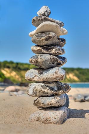 esoterismo: Stone pyramid