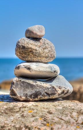 erratic: Stone pyramid
