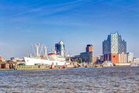 bad planning: Elbphilharmonie in the HafenCity quarter of Hamburg Stock Photo