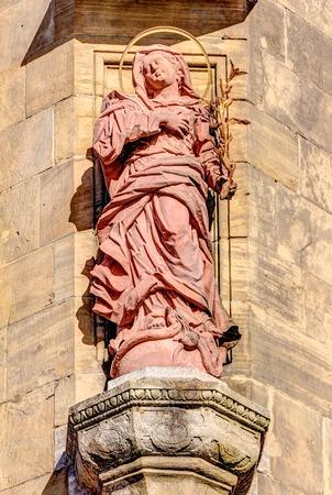 Stoned sculptuur in de binnenstad van Aschaffenburg, Duitsland