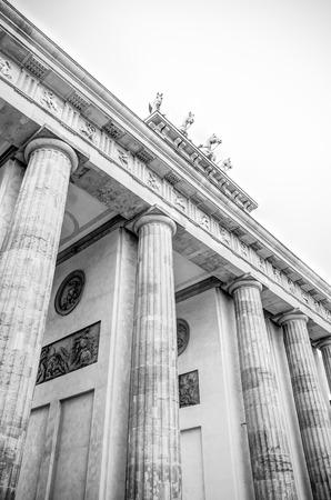 brandenburg gate: Famous Brandenburg Gate at the Pariser Platz in Berlin, Germany