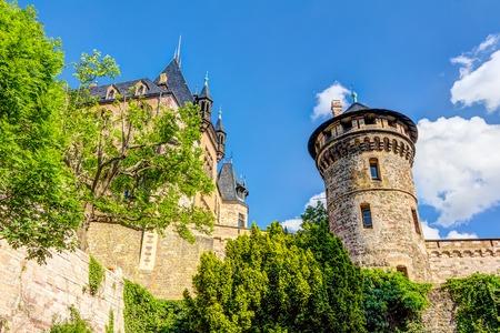 ヴェルニゲローデ城のハルツ山脈に位置します。