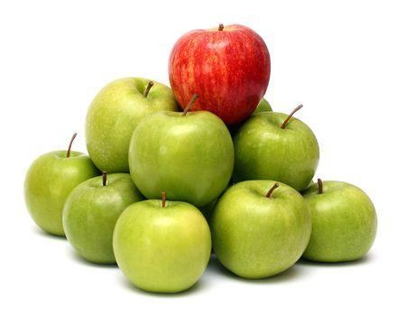 dominación conceptos - rojo verde manzana entre las manzanas  Foto de archivo