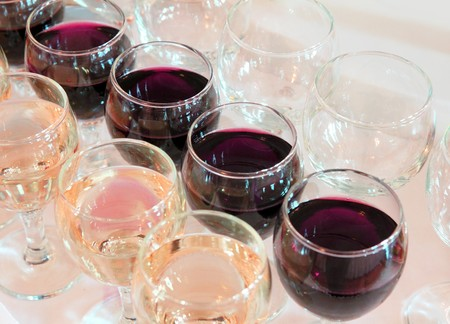 line lines luxury meeting: glasses with red and white wine in row