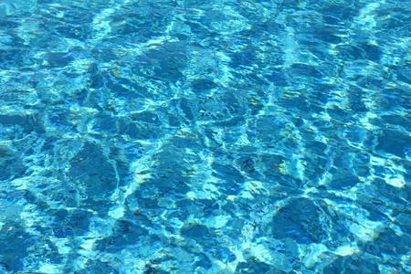Schwimmbad mit welligkeit Türkis Wasser Hintergrund Lizenzfreie Bilder