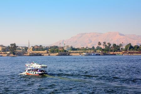 louxor: franchissement du fleuve du Nil en �gypte Luxor