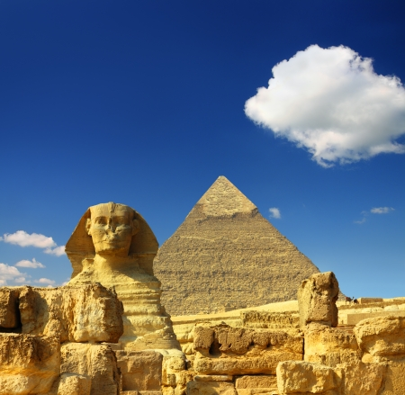 sfinx: beroemde oude Egypte piramide van Cheops en Sfinx in Giza Stockfoto
