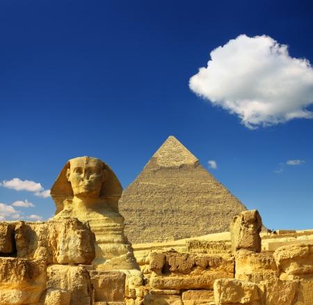 famous ancient egypt Cheops pyramid and sphinx in Giza Archivio Fotografico