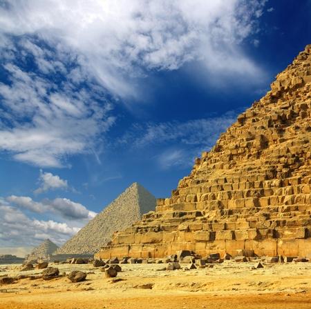 Célèbres pyramides d'Égypte ancienne à Gizeh au Caire Banque d'images - 9519356