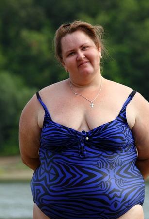 portarit of plump woman standing near river Stockfoto