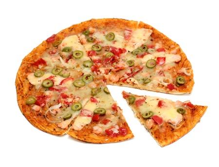 Pizza mit Meeresfrüchten und Oliven