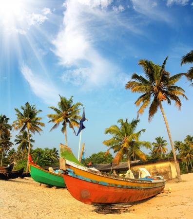 vieux bateaux de pêche sur la plage - Kerala en Inde Banque d'images