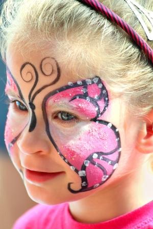 niedliche kleine Mädchen mit bemaltem Gesicht Make-up Lizenzfreie Bilder