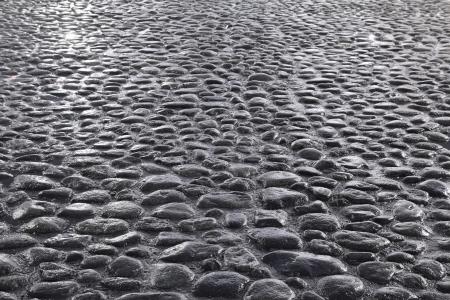 empedrado: fondo gris oscuro camino de adoquines Foto de archivo