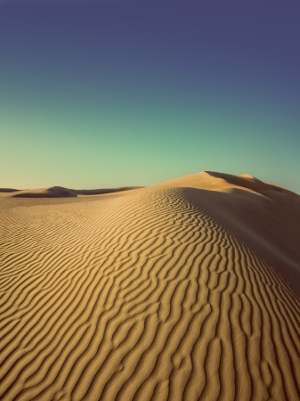 Dech beroucí večerní terén v poušti - vintage retro stylu Reklamní fotografie