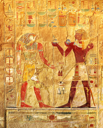 ancient egypt color images on wall in luxor 스톡 콘텐츠