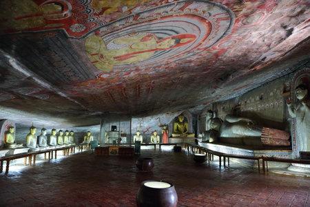 peinture rupestre: Statues de Bouddha à Dambulla Cave Temple, SRIL Lanka