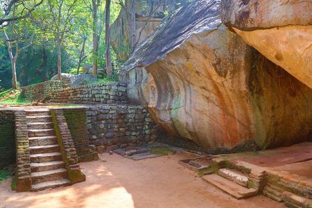 templo: Escalera en el castillo de Sigiriya león, Sri Lanka, la imagen HDR Foto de archivo