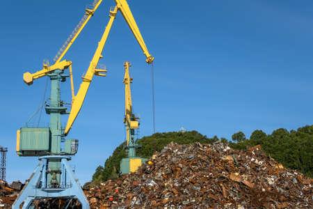 Scrap metal loading Reklamní fotografie