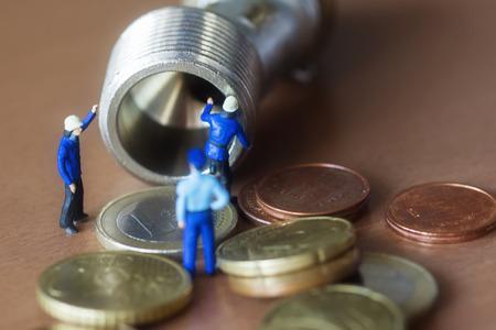 losing money: Mini workers repairing pipe losing money