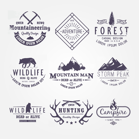logo voyage: Set of vector labels thématiques sur les thèmes de la faune, la nature, la chasse, Voyage, nature sauvage, l'escalade, la vie dans les montagnes, la survie, rétro, vintage, design décontracté Illustration