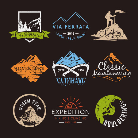 登山、トレッキング、ハイキング、登山をテーマにラベルを設定します。極端なスポーツ、アウトドア、冒険休暇、山の中。達成