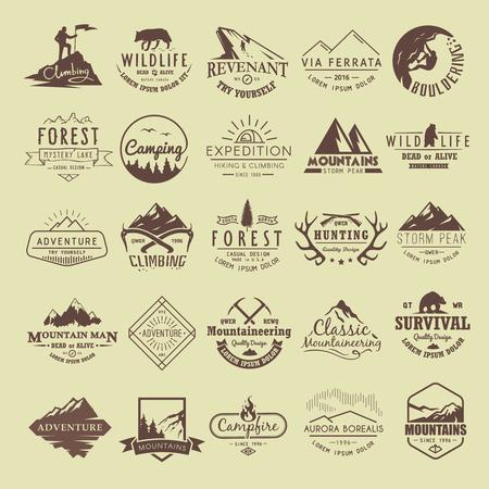 Set of vintage labels sur le thème de randonnées, trekking, randonnée, alpinisme, Chasse. Sports extrêmes, loisirs de plein air, l'aventure dans les montagnes, vacances. Exploit.