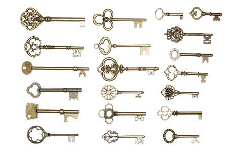 grabado antiguo: antiguas llaves de la puerta de oro aisladas sobre fondo blanco