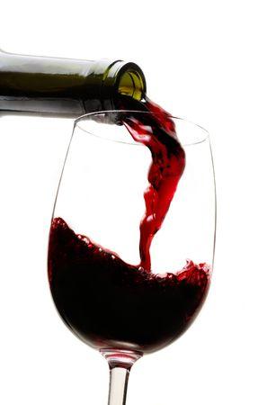 wine pouring: Vino rosso che si versa nel vetro del vino