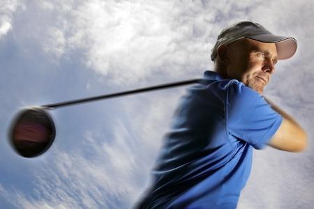 Golfeuse tir une balle de golf Banque d'images - 9871239