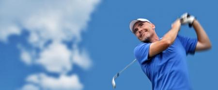 columpios: golfista disparar una pelota de golf Foto de archivo