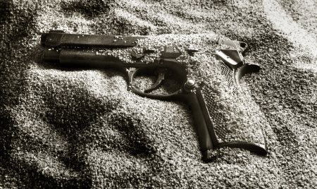 murdering: Pistol in sand